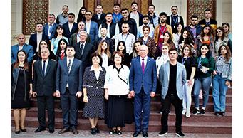 Azərbaycan Dövlət Rəsm Qalereyasının əməkdaşları Gənclərin II Forumuda iştirak etdi