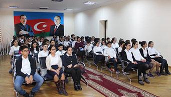 Azərbaycan Dövlət Rəsm Qalereyasının əməkdaşları tərəfindən 7 nömrəli məktəbdə mühazirə keçirilmişdir.