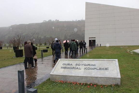 """Azərbaycan Dövlət Rəsm Qalereyasının əməkdaşları  və rəssamlar """"Soyqırım Memorial Kompleksi"""" ni ziyarət etmişdir"""